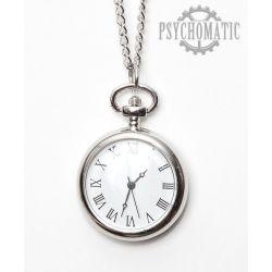 Изящные стимпанк часы с римскими цифрами в стальном корпусе.