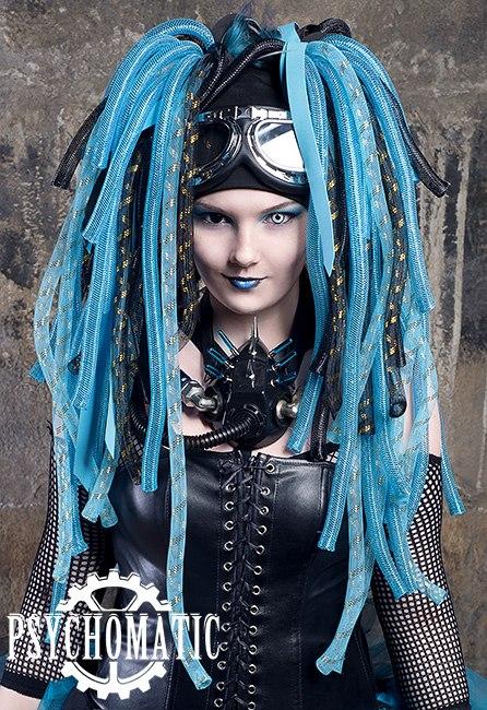 Киберлоки выполненные из черных и голубых локов фото