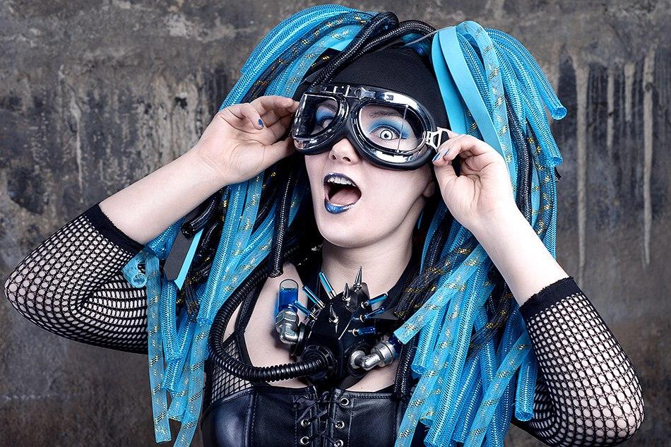 Cyber-lox for cyber-goth