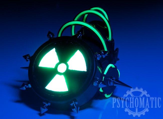 """Кибер гот респиратор """"Радиохазард"""" с кордами светящимися в ультрафиолете."""
