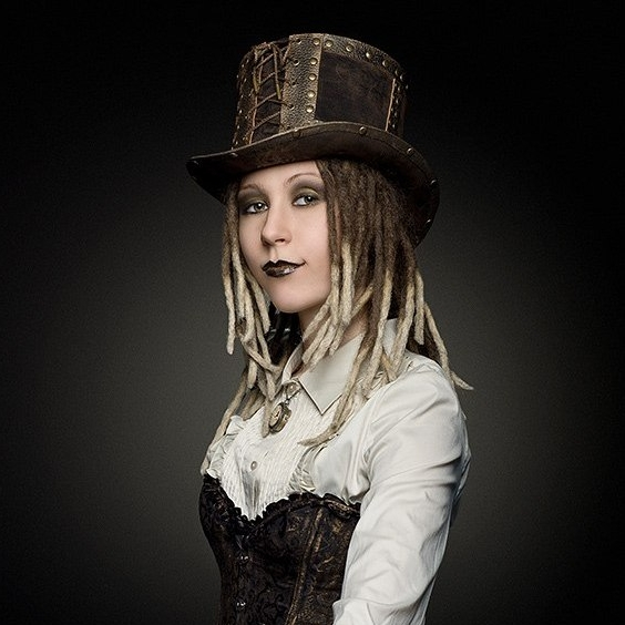 Photo Steampunk girl in the top hat