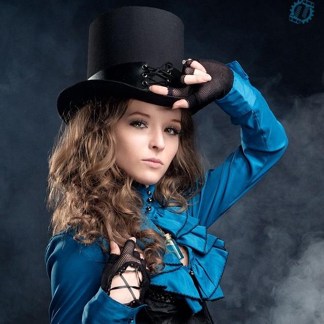 steampunk-girl-in-hat-2.jpg