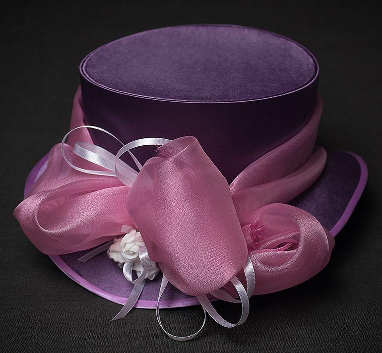 шляпа-цилиндр лилового цвета