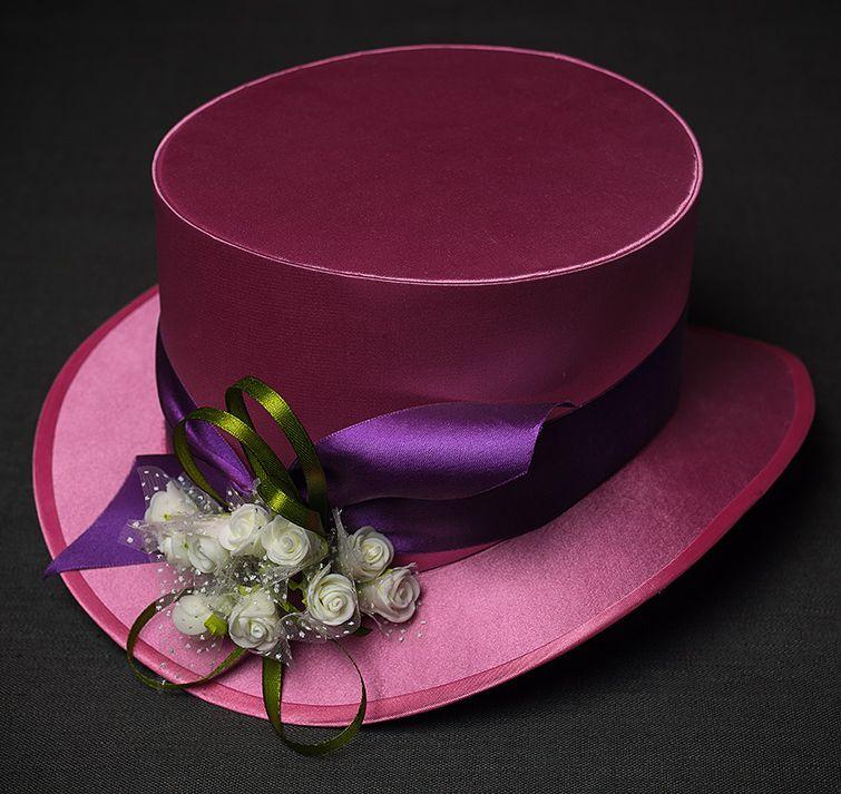 шляпа-цилиндр розового цвета