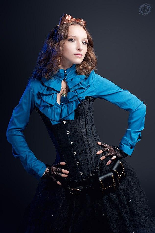 Фото девушки в стилистике стимпанк с медными гогглами.