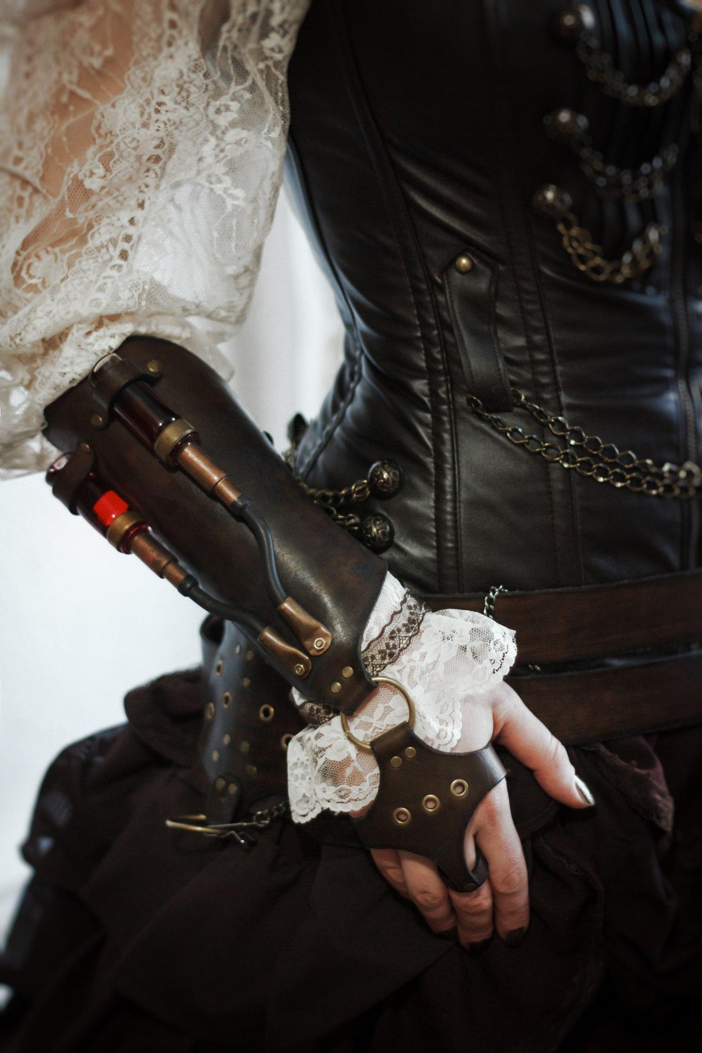стимпанк наруч высокий с двумя алхимическими склянками с накладкой на кисть