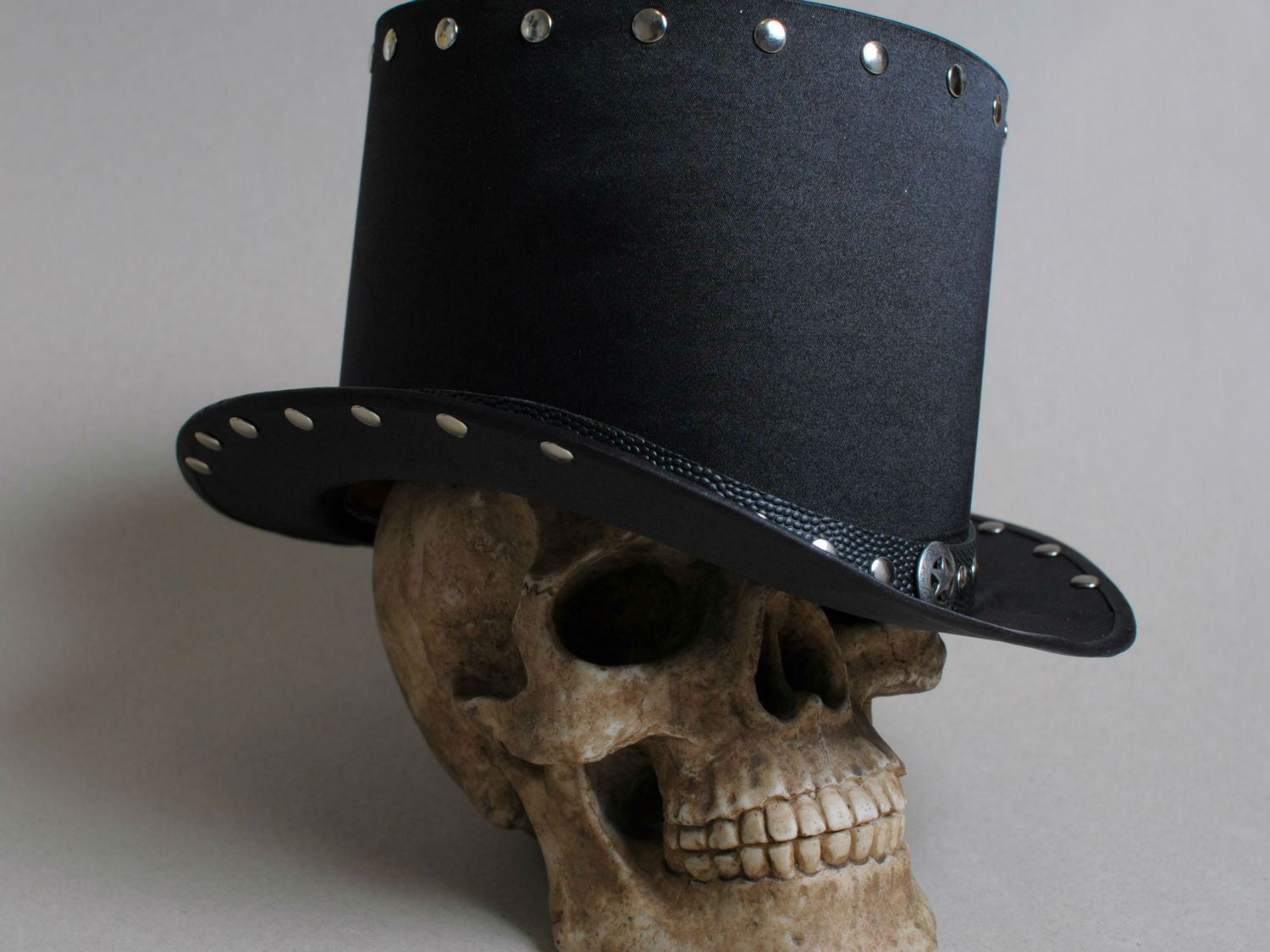 black hard rock top hat with silver rivets
